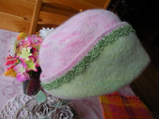 Felted Hat with tatted decoration